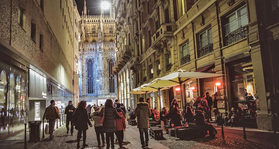 STRAF Bar: aperitivo con dehor e musica vicino al Duomo di Milano